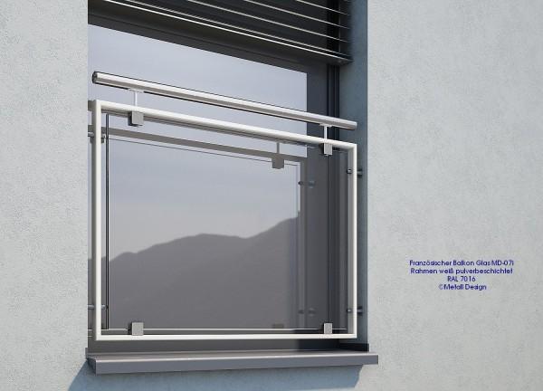 Französischer Balkon weiß, Fenster Geländer.