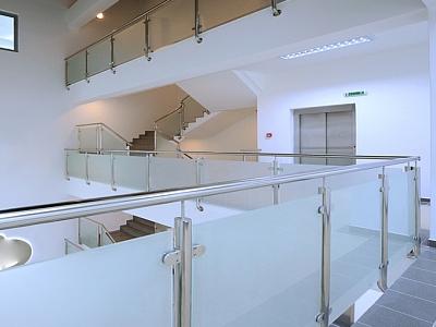 Glasgeländer und Bauteile für Glasgeländer hier finden
